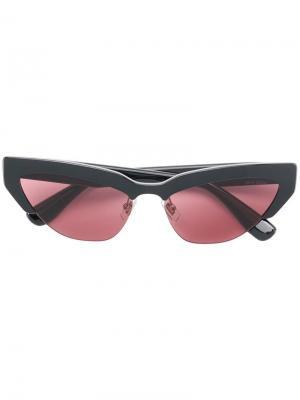 Солнцезащитные очки кошачий глаз Miu Eyewear. Цвет: черный