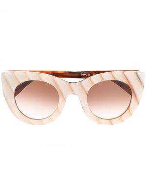 Солнцезащитные очки Glamy из коллаборации с Barbie 60th Thierry Lasry. Цвет: нейтральные цвета
