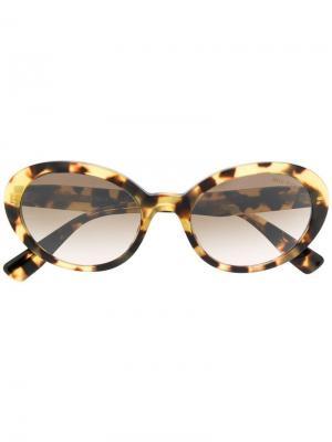 Солнцезащитные очки в овальной оправе Miu Eyewear. Цвет: коричневый