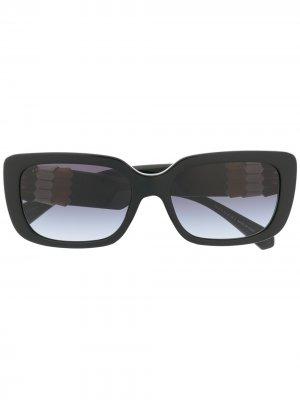 Солнцезащитные очки в квадратной оправе с затемненными линзами Bvlgari. Цвет: черный