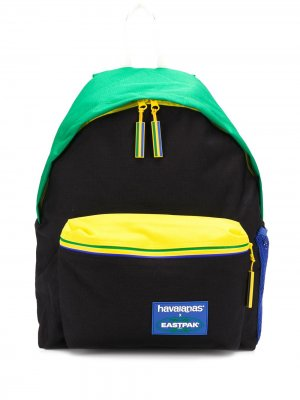 Рюкзак в стиле колор-блок из коллаборации с Havaianas Eastpak. Цвет: синий