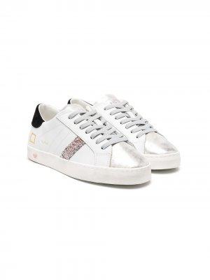 Кроссовки с эффектом металлик D.A.T.E.. Цвет: белый