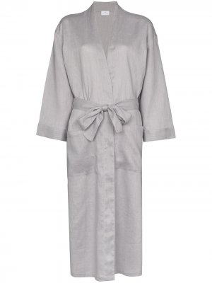 Длинный халат Pour Les Femmes. Цвет: серый
