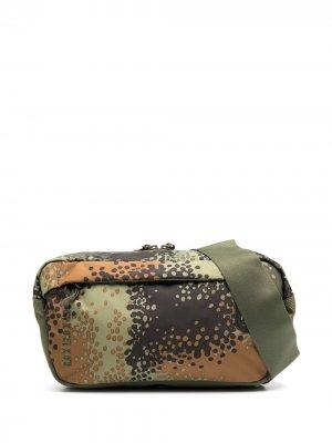 Поясная сумка с камуфляжным принтом Herschel Supply Co.. Цвет: зеленый