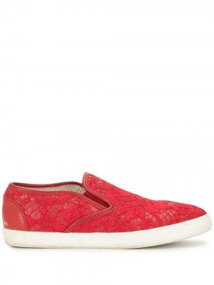 Кружевные кеды-слипоны Dolce & Gabbana Pre-Owned. Цвет: красный
