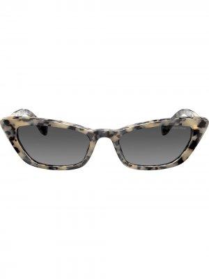 Солнцезащитные очки в оправе кошачий глаз Miu Eyewear. Цвет: золотистый