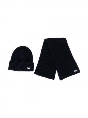 Комплект из шарфа и шапки с нашивкой-логотипом Emporio Armani Kids. Цвет: черный