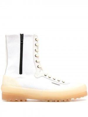 Высокие ботинки на шнуровке Superga. Цвет: белый