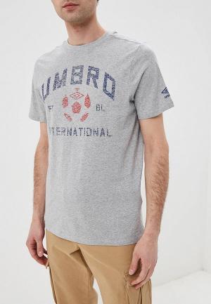 Футболка Umbro. Цвет: серый
