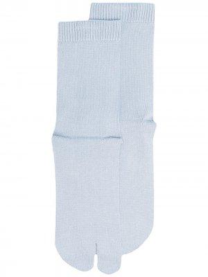 Носки Tabi тонкой вязки Maison Margiela. Цвет: синий