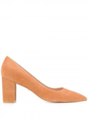 Туфли-лодочки на массивном каблуке Stuart Weitzman. Цвет: коричневый