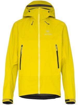 Куртка BETA SL HYBRID с капюшоном Arc'teryx. Цвет: желтый