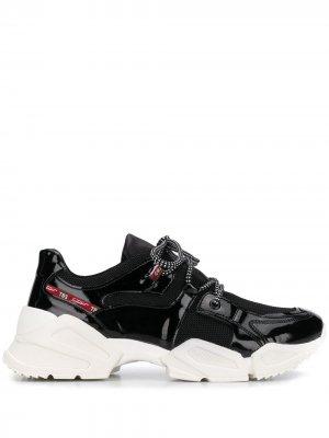 Лакированные кроссовки на массивной подошве Tosca Blu. Цвет: черный