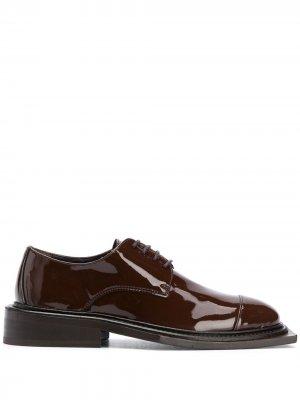 Оксфорды на шнуровке Martine Rose. Цвет: коричневый