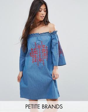 f0461904d27 Джинсовое платье с вышивкой и открытыми плечами Parisian Petite. Цвет  синий