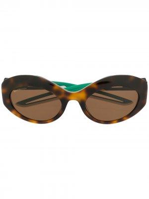 Солнцезащитные очки Hybrid в овальной оправе Balenciaga Eyewear. Цвет: коричневый