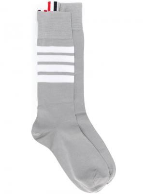 Удлиненные носки тонкой вязки Thom Browne. Цвет: серый