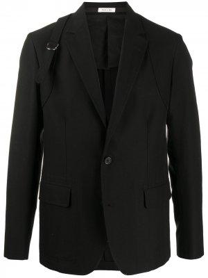 Однобортный пиджак с ремешком и пряжкой Alexander McQueen. Цвет: черный
