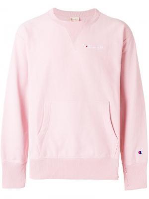 Толстовка с карманом-муфта и вышитым логотипом Champion. Цвет: розовый