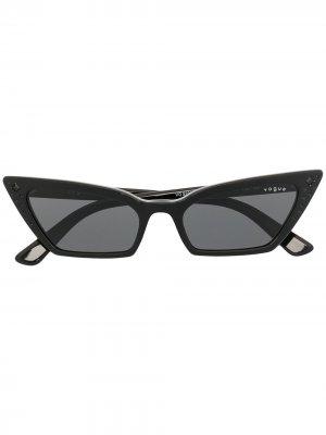 Солнцезащитные очки в оправе кошачий глаз Vogue Eyewear. Цвет: черный