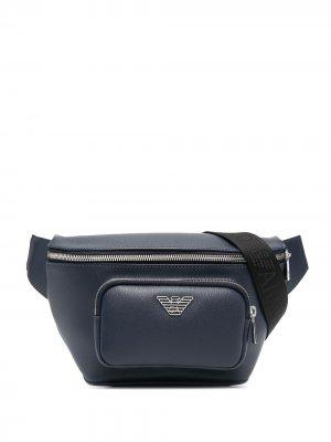 Поясная сумка с логотипом Emporio Armani. Цвет: синий
