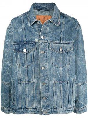 Джинсовая куртка с эффектом потертости и логотипом Martine Rose. Цвет: синий