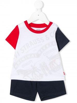 Levis Kids комплект из футболки и шортов с логотипом Levi's. Цвет: белый