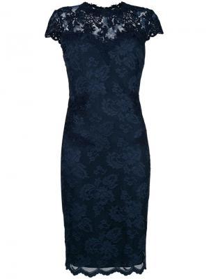 Приталенное платье с вышивкой Olvi´S. Цвет: синий