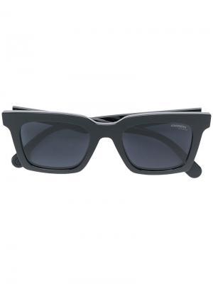 Солнцезащитные очки в квадратной оправе Carrera. Цвет: черный