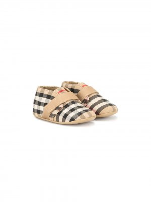 Пинетки в клетку House Check Burberry Kids. Цвет: коричневый