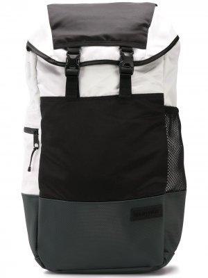Рюкзак в стиле колор-блок Eastpak. Цвет: черный