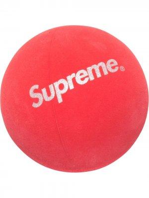 Мяч с логотипом Supreme. Цвет: красный