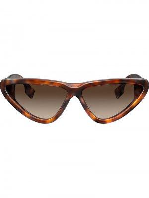 Солнцезащитные очки в оправе кошачий глаз Burberry Eyewear. Цвет: коричневый