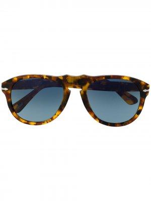 Солнцезащитные очки в массивной оправе Persol. Цвет: коричневый