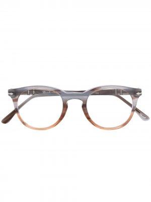 Очки с эффектом градиента Persol. Цвет: серый
