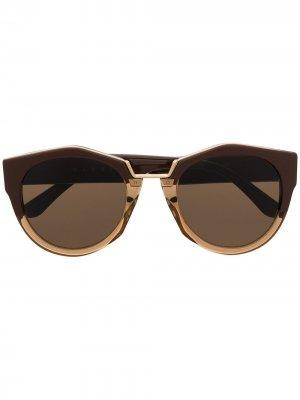 Солнцезащитные очки Edge в массивной оправе Marni Eyewear. Цвет: коричневый