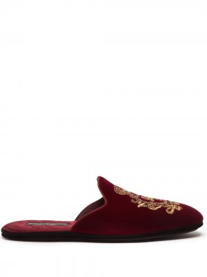 Coat of arms-embroidered slippers Dolce & Gabbana. Цвет: красный