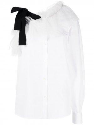 Рубашка с открытыми плечами и оборками Viktor & Rolf. Цвет: белый