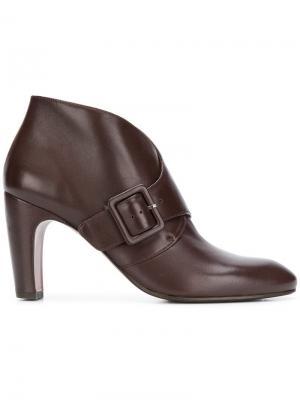 Elbatina buckle-detail booties Chie Mihara. Цвет: коричневый